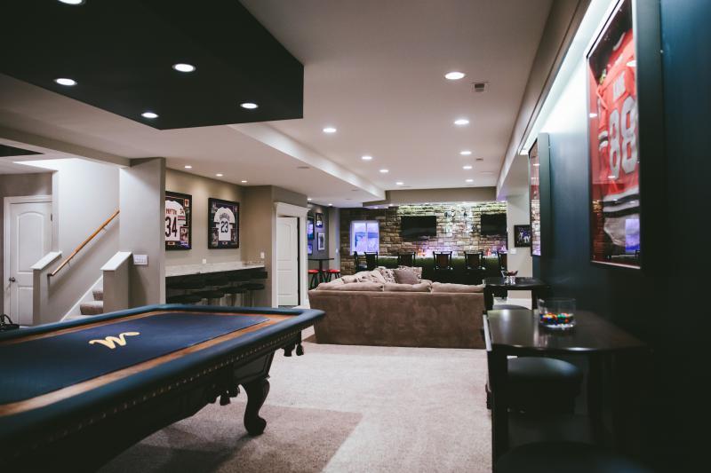 traditional basement - Designer Basements